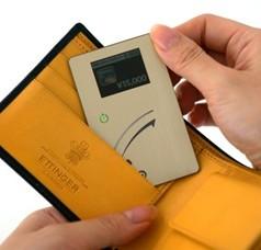 カードの厚みはIC対応の運転免許証の2倍